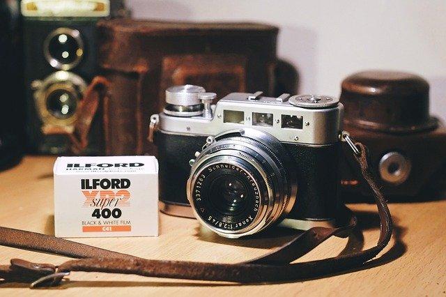 Alte Kamera mit Schwarzweiß-Film